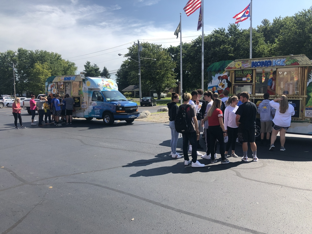 High School students being rewarded with Kona Ice