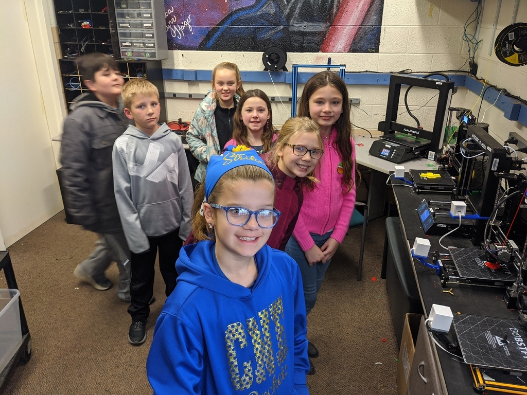 Mrs. Wood and Ms. Molitor's classes learning about the 3-D printers